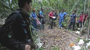 Cảnh sát Thái phát hiện một hố chôn tập thể tại đồn điền trồng cây cao su ở vùng biên giới 05/2015 - REUTERS /Surapan Boonthanom