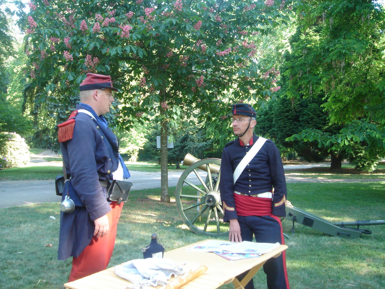 """對法國普法戰爭歷史感興趣的遊客 可以看到穿着當時法軍和普魯士軍人的服裝""""普法戰爭""""發燒友"""