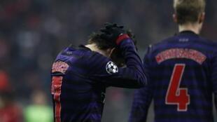 Dan wasan Arsenal Tomas Rosicky ya dafe kai bayan kammala wasa da Bayern Munich a Munich
