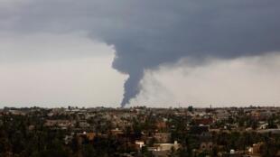 利比亞油庫起火濃煙滾滾