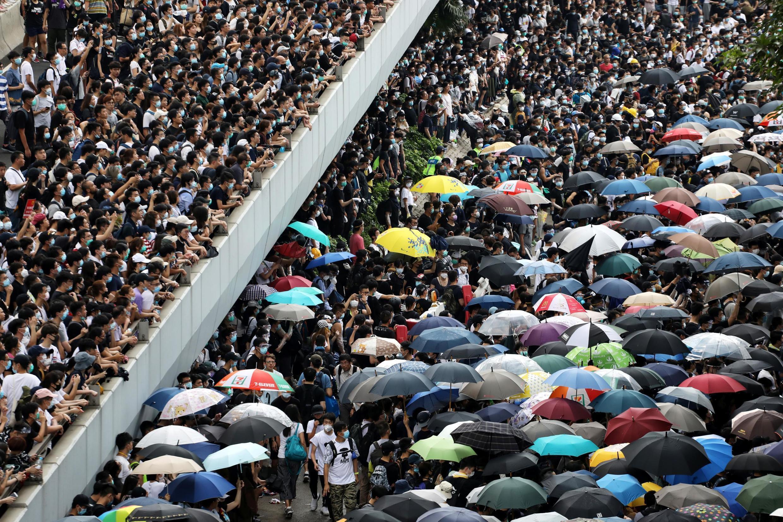 Marée humaine au centre de Hong Kong, ce 12 juin.