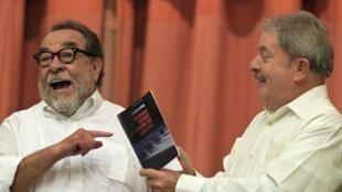 """O ex-presidente Luiz Inácio Lula da Silva acompanhou o jornalista Fernando Morais, em Havana, Cuba, na apresentação do livro """"Os últimos soldados da Guerra Fria""""."""