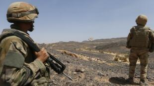 Quân đội Pháp đi tuần tra ở Adrar des Ifoghas, miền bắc Mali