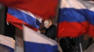 Vladimir Poutine devant ses partisans le soir de la présidentielle, le 4 mars 2012.