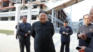 Kim Jong-un inaugure une usine d'engrais, le 2 mai 2020. Image transmise par l'agence nord-coréenne KCNA (Korean Central News Agency).