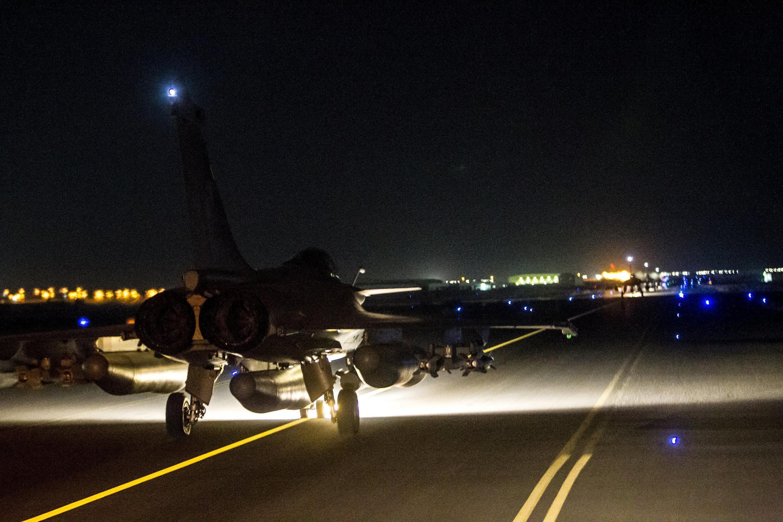 Entre 19:50 y 20:25, el domingo 15, 20 bombas fueron lanzadas por 10 aviones de casa franceses sobre la ciudad de Raqa