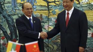 Chủ tịch Trung Quốc Tập Cận Bình và Tổng thống Miến Điện Thein Sein tại Diễn đàn Bác Ngao (Hải Nam) ngày 05/04/2013. Ảnh minh họa
