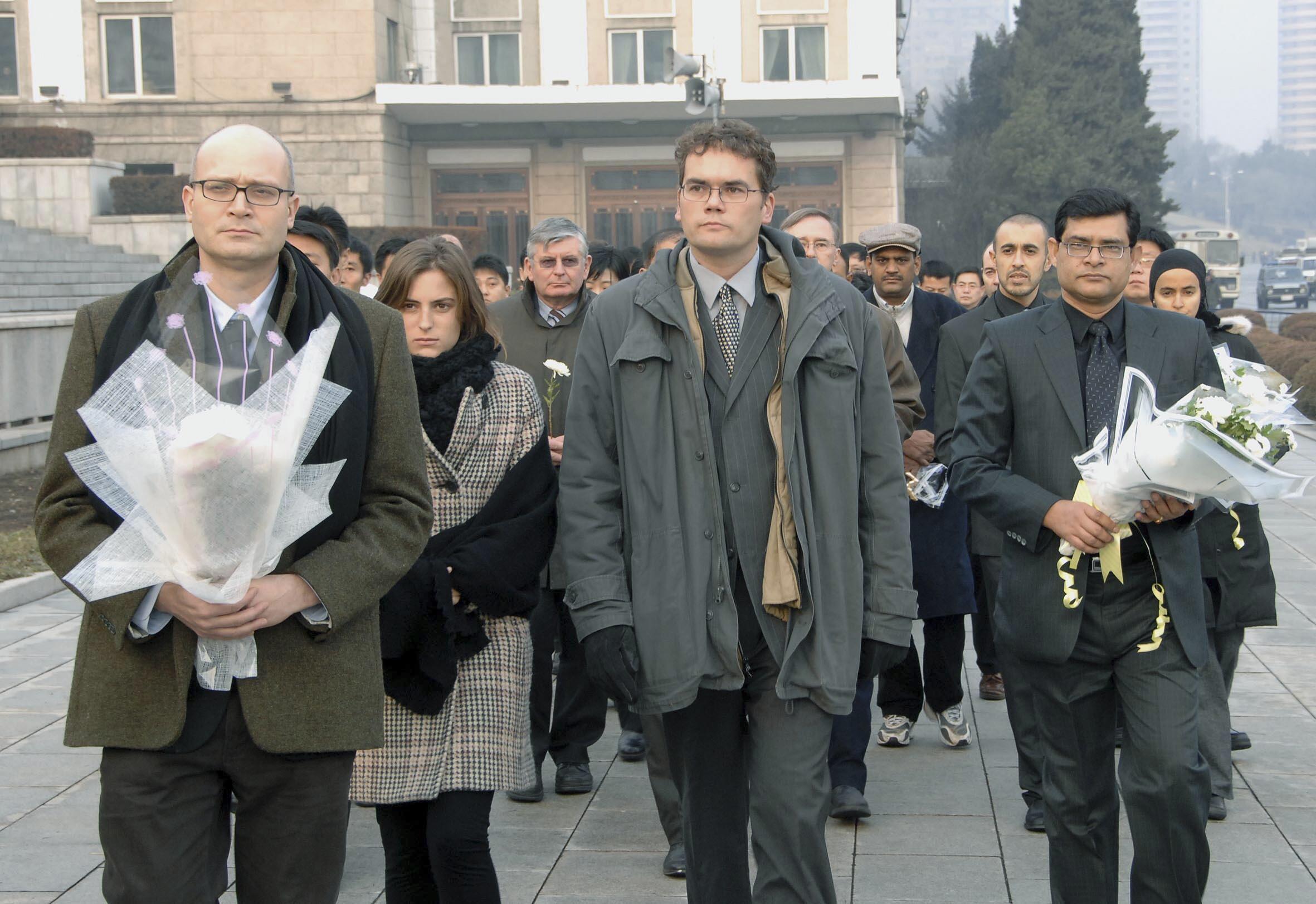 Các nhà ngoại giao tại Bình Nhưỡng đến chia buồn về việc lãnh đạo Bắc Triều Tiên Kim Jong Il từ trần