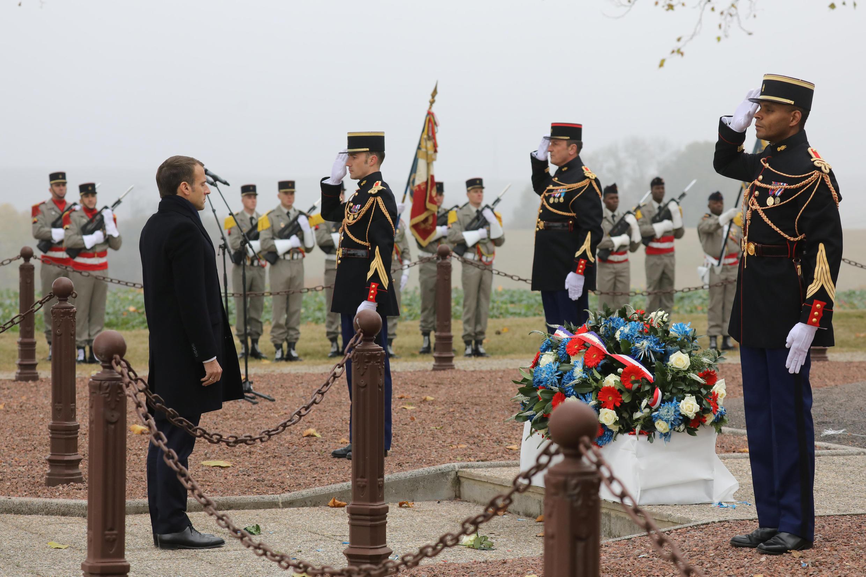 امانوئل ماکرون در گفتگو با روزنامههای محلی این منطقه تاکید کرد که برای کشوری چون فرانسه «بسیار اهمیت دارد که این قهرمانان را از یاد نبرد».