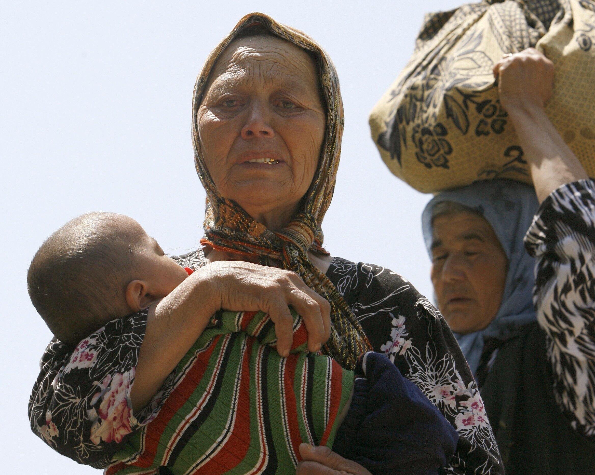 Узбекские беженки, возвращающиеся в Киргизию