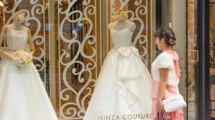 Une prime au mariage de 600000 yens à chaque couple japonais âgé de moins de 40 ans.