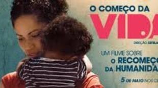 """Cartaz do documentário de longa metragem """"Caminho da Vida"""" exibido 2 de novembro em Maputo"""