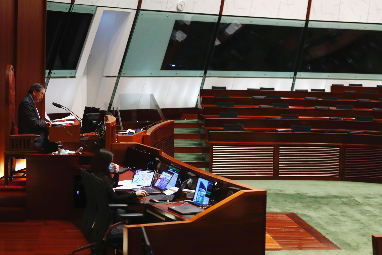 Nhiều hàng ghế trống tại Nghị Viện Hồng Kông, sau khi toàn bộ dân biểu ủng hộ Dân Chủ từ chức ngày 11/11/2020.