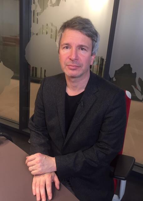 L'écrivain français Eric Vuillard, en studio à RFI (9 novembre 2017).