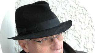 Chirurgien-dentiste de profession,  François Boulay a attendu la retraite pour publier ses premiers romans.