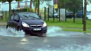 Chuvas fortes provocam enchentes em várias regiões da França