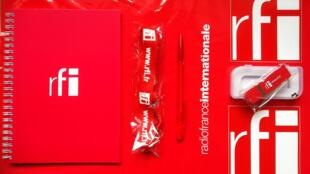 Brindes que fazem parte do kit da promoção de fim-de-ano do Correio dos Ouvintes.