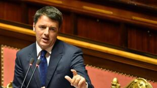A son arrivée au pouvoir, Matteo Renzi somme les petites banques, trop nombreuses, de faire le ménage.