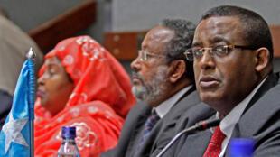 Le Premier ministre somalien, Omar Abdirashid Ali Sharmarke (D) à Nairobi, au kenya, pour 14e sommet extraordinaire de l'IGAD (Autorité intergouvernementale pour le développement), sur le processus de paix au Soudan, le 9 mars 2010.