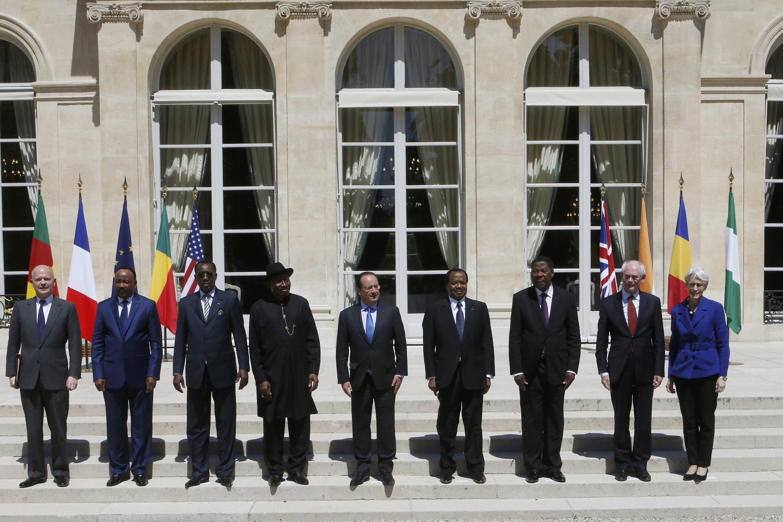 Marais wa Nigeria, Chad,Cameroon, Niger na Benini  pamoja na rais wa Ufaransa katika picha ya pamoja jijini Paris
