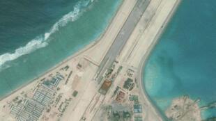 Không ảnh của CSIS cho thấy đường băng của Trung Quốc xây dựng trên ccaro đá Xu-bi ( Subi Reef).  Ảnh cung cấp cho Reuters ngày 15/01/2016