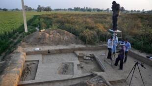 Ces squelettes ont des milliers d'années. Village de Rakhigarhi, 20 mars 2015 印度古城拉希加里 2015年3月20日