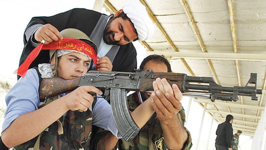 در جنگ ایران و عراق بیش از ۵۵۰ هزار دانش آموز بسیجی به جبهه ﺍعزام شدند.