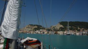 Arrivée de l'expédition Tara au port de Zakynthos, en 2014.