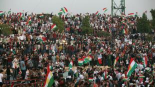 图为伊拉克库尔德民众集会庆祝2017年9月25日举行独立公投计划  2017年9月17日