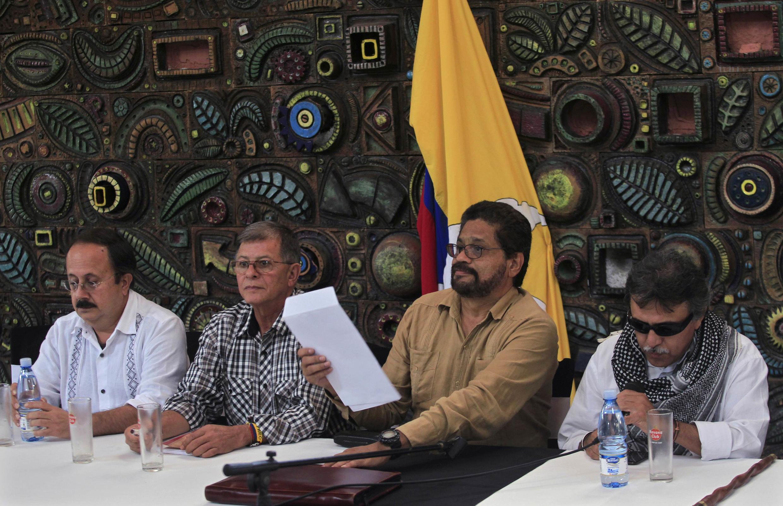Los guerrilleros Andrés París, Ricardo Téllez, Iván Márquez y Jesús Santrich en una conferencia de prensa en La Habana, este 21 de marzo.