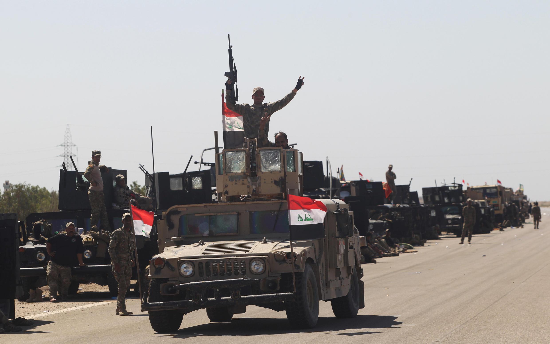 As forças iraquianas perto da cidade de Fallujah, no Iraque