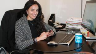 Sonia Souid dans son bureau, idéalement situé entre le Parc des Princes et le stade Jean-Bouin.