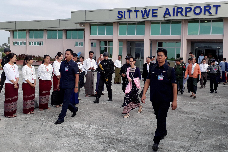 Bà Aung San Suu Kyi đến Sittwe, Rakhine, ngày 02/11/2017.