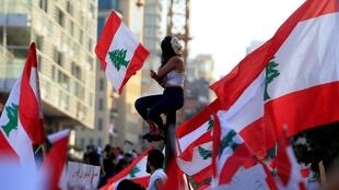 Manifestantes en las calles de Beirut, 20 de octubre de 2019.