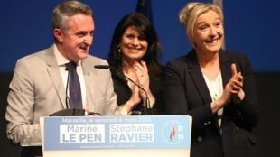 Le candidat du Rassemblement national Stéphane Ravier aux côtés de la présidente de ce parti d'extrême-droite Marine le Pen, à Marseille, le 6 mars 2020.