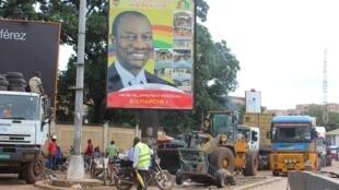 Une affiche de campagne pour le président sortant Alpha Condé à Conakry où la présidentielle se tiendra ce dimache 11 octobre 2015.