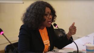 Laurence Ndong lors d'une conférence-débat intitulée « Multinationales & Démocratie Afrique »