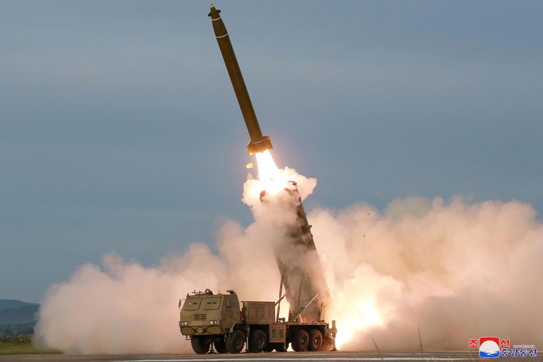 朝鲜8月24火箭炮试射照片