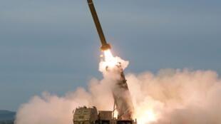 朝鲜8月24日火箭炮试射照片