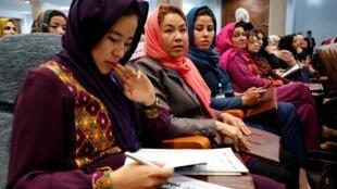 As mulheres participam na Loya Jirga em Cabul