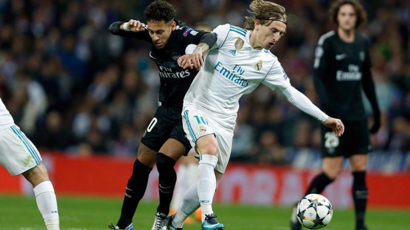 Dan wasan Real Madrid Luka Modric tare da Neymar na kungiyar PSG.