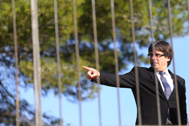 Rais wa Catalonia Carles Puigdemont amependekeza kukutana na Waziri Mkuu wa serikali uhispania na aameomba mazungumzo katika miezi miwili ijayo.