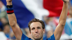 Lucas Pouille beat Roberto Bautista in five sets to give France a 2-0 lead over Spain.