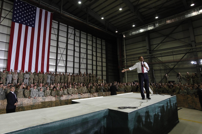 O presidente americano Barack Obama discursa na base aérea de Kabul, nesta quarta-feira.