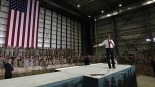 Rais wa Marekani Barack Obama akiwa nchini Afghanistan kwenye Kambi ya Jeshi lake linalolinda amani nchini humo
