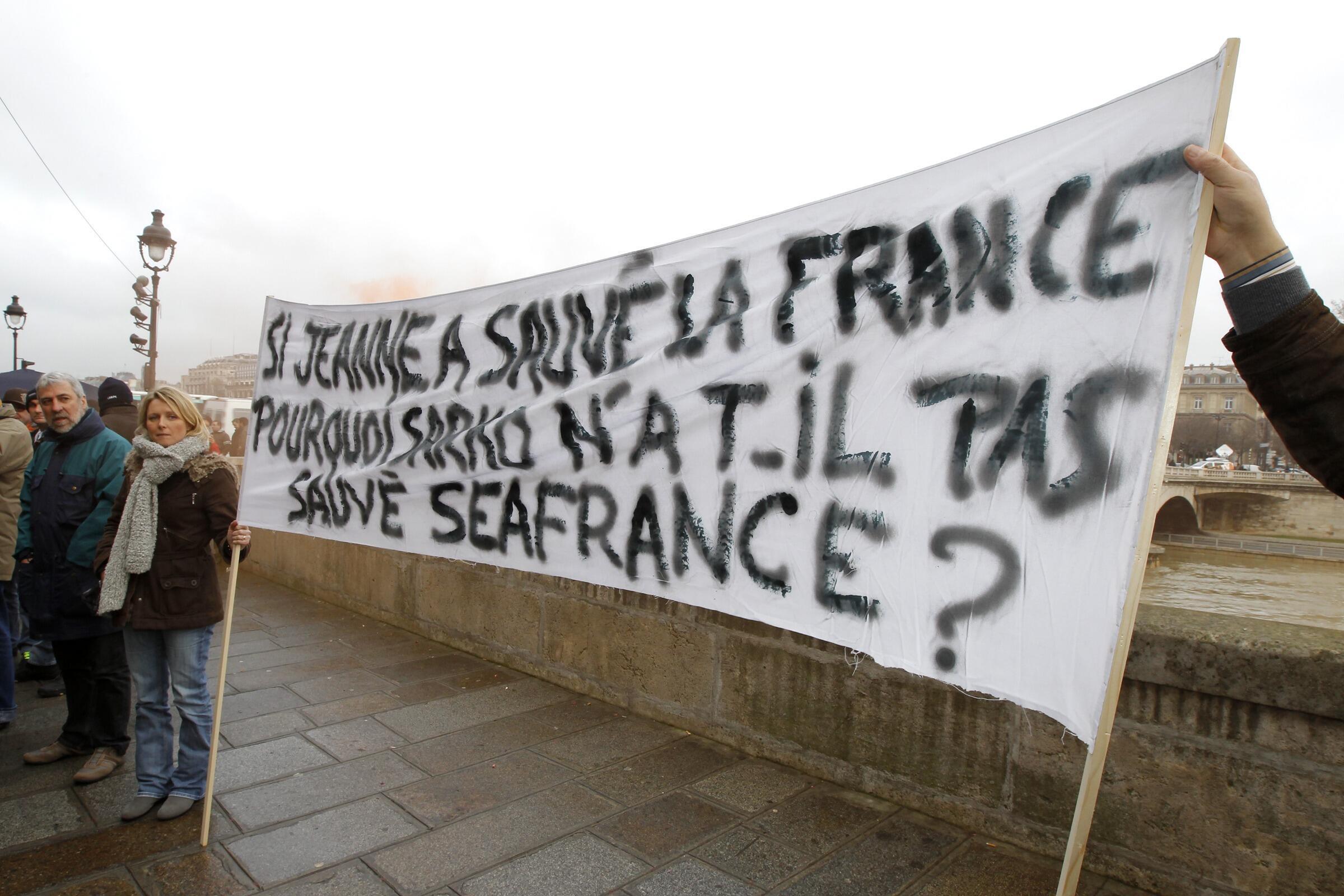 Работники SeaFrance пикетируют перед зданием Арбитражного суда Парижа 09/01/2012