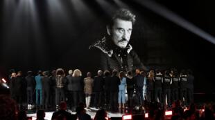 Память Джонни Халлидея почтили участники главного музыкального конкурса Франции Victoires de la Musique