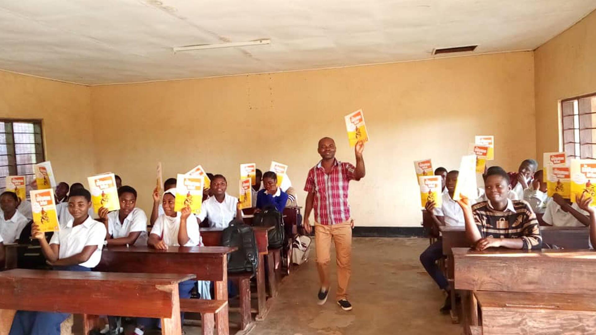 Club RFI - Alain Kiséna, enseignant formateur - ses élèves