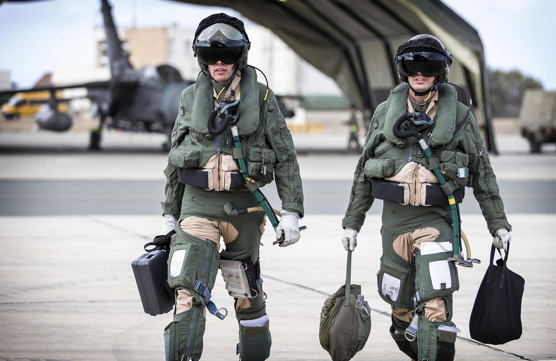 L'équipage britannique du chasseur «Tornado» GR4 qui a mené des frappes en Irak contre l'organisation Etat islamique. Chypre, le 27 septembre 2014.