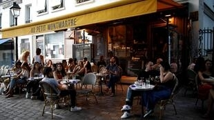 En France, les bars, cafés et restaurants ont pu rouvrir, le 2 juin 2020. Mais interdiction provisoire de servir en salle dans les zones oranges, comme à Paris.
